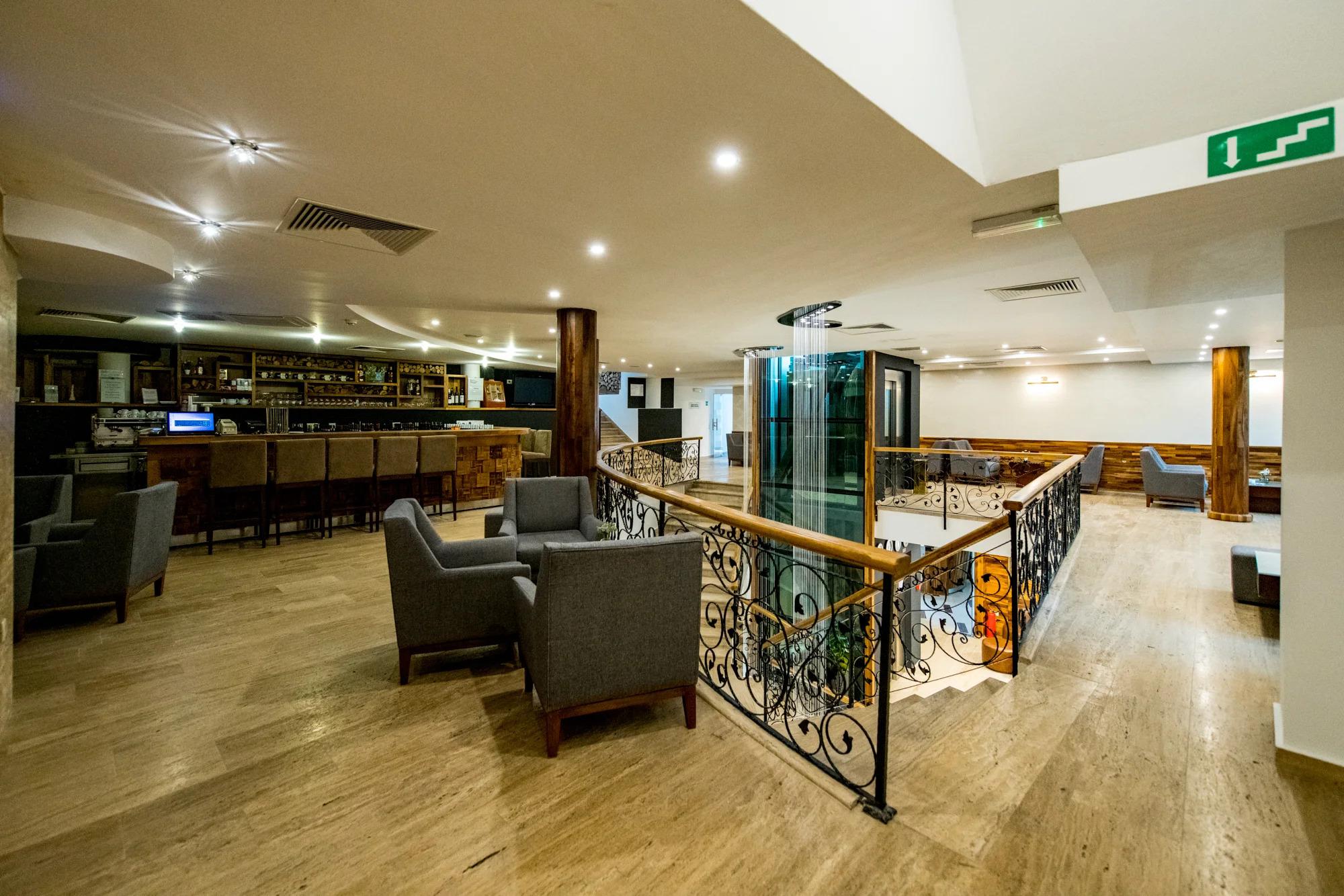 Lobby Bar Mont Rushmore - Hotel Blanca